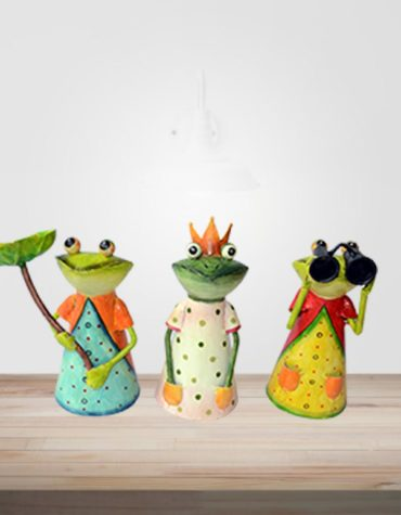 hand-made-frog-fence