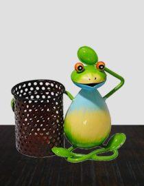 sitting-frog-shaped-pen-holder